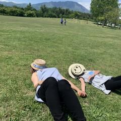カンカン帽/快晴/草原/ピクニック/フォロー大歓迎/至福のひととき/... 娘と野原に寝っ転がってみました  お天気…