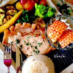 おうちカフェ/おうちごはん/簡単/夏野菜/ブルサン/豚肉 ブルサンチーズクランベリーのソースを添え…