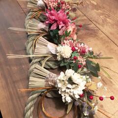 フェイクフラワー/しめ縄飾り/正月飾り/お正月/雑貨/100均/... 今年も  お正月のしめ縄飾り作りました✨…