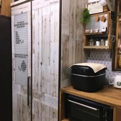 mt/食器棚/100均/セリア/ダイソー/リメイクシート/... こちらはkitchenの食器棚✨もともと…