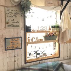 窓辺/Christmas/DIY/雑貨/100均/セリア/... 窓に取り付けた棚 Christmasディ…