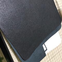 財布/レザークラフト/ウォレット 豚革でミドルウォレット制作中。