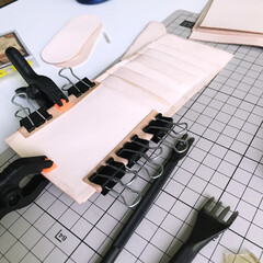 財布/ウォレット/ハンドメイド/レザークラフト ロングウォレットのカード入れ部分を製作中。