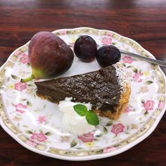 ピオーネ/いちじく/季節の果物/チョコタルト/手作りケーキ 今日は、チョコタルト。 タルトをサブレで…