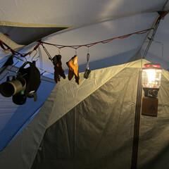 キャンプ/キャンプ用品/キャンプグッズ/おでかけ/おすすめアイテム 夜のランタンの光は 雰囲気もよくて テン…