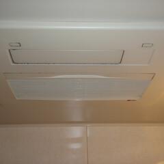 浴室換気扇 分解作業前の浴室換気扇の写真です。