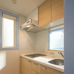 システムキッチン/おしゃれ/かわいい/明るい 人工大理石カウンターに2口のIHコンロ、…