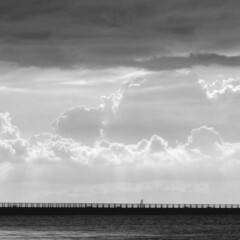 モノクロ/写真/モノクロ写真/海/風景/エンジェルラダー 瞬間的にみると、モノクロの風景写真なので…