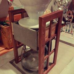 HARIO (ハリオ) コーヒードリッパー V60 02 セラミック ホワイト コーヒードリップ 1~4杯用 VDC-02W | ハリオ(その他キッチン、日用品、文具)を使ったクチコミ「100均でコーヒースタンドを作りました😀…」