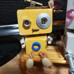 いろいろ部品/端材/ペットボトルのふた/ロボットくん/わたしのお気に入り またまたつくっちゃいました(*^^*)(3枚目)