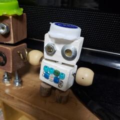 いろいろ部品/端材/ペットボトルのふた/ロボットくん/わたしのお気に入り またまたつくっちゃいました(*^^*)(4枚目)