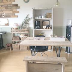古材風棚DIY/ナチュラル/シンプルインテリア/グリーンのある暮らし/セルフリノベーション/棚DIY/... 真っ白な殺風景のかべに腰壁を貼ってグリー…
