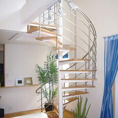 らせん階段/階段施工例/階段組立キット/階段/集成材/ティ・エス・シー/... スチール+タモ集成材による美しいフォルム…