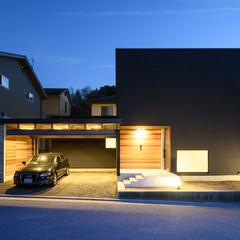 黒の家/風景のある家