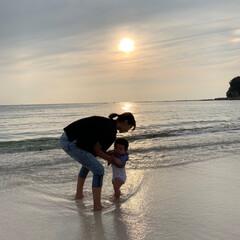 親子/海/夕焼け/ほのぼの/ほっこり/和む/... 白浜の白良浜に行った時の孫とひ孫の写真で…