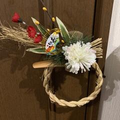 ドア飾り/ドア飾り ダイソー 簡単 素敵な/お正月2020/しめ縄 100均 ワラから編み込んでリースを作りました。 …