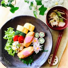 お家ご飯/ワンプレート/朝ご飯/フード 今日の朝ご飯 いなり寿司 お吸い物 卵焼…