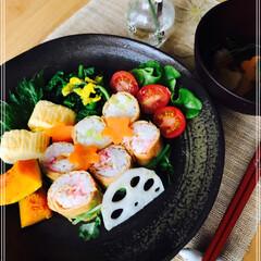 いなり寿司/朝ご飯/ワンプレート/お家ご飯/フード 今日の 朝ご飯  いなり巻き寿司 卵焼き…