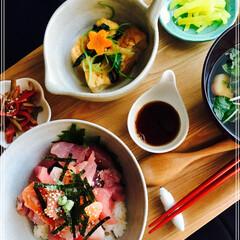 海鮮丼/お家ご飯/フード 朝ご飯 海鮮丼  お吸物 厚揚げ煮物 き…