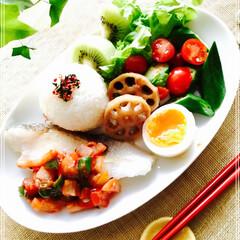 お家ご飯/ワンプレート/朝ご飯/雑貨/キッチン/節約 朝ご飯 おにぎり 鱈ソテー トマトソース…