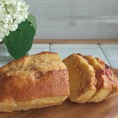 簡単おやつ/おうちカフェ/いちご/パウンドケーキ/節約 今日のおやつ🎶 冷凍いちごを使ったパウン…