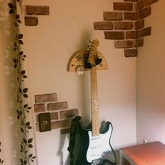 スイッチ/ギター/リメイクシート/セリア/インテリア ギターも、ギターウォールハンガーに掛けれ…