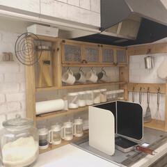 キッチン収納/キッチン雑貨/DIY/100均/キッチングッズ/スパイスラック 自粛生活の今、キッチンを綺麗にしたいな。…