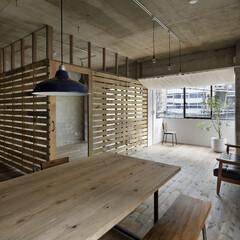 ヴィンテージ/無垢材/古材/コンクリート/インダストリアル ベッドルームを短冊状の古材の壁で作ること…