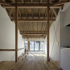 無垢材/シンプル/モダンジャパニーズ 木を全面的に見せた天井の高いLDK