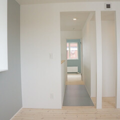 洋室/北欧/カラークロス/ブルー/スケルトン廊下 ライフスタイルに合わせて将来的に居室を二…