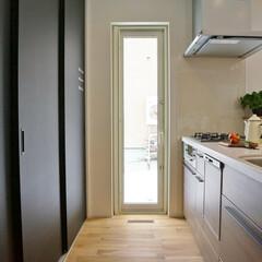 キッチン/幅広/明るい 調理中も家族とすれ違える、ゆったり幅のキ…