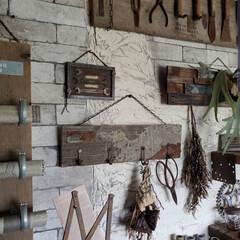 アトリエ/秘密基地/作業部屋/和室リメイク/和室改造/インダストリアル/... 和室を改造した作業部屋の壁には DIYし…