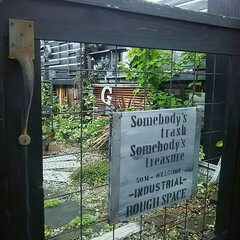 門扉diy/門扉/フェンスDIY/フェンス/インダストリアルな庭/かっこいい庭/... 手作りした庭の中でもお気に入りの門扉☆ワ…