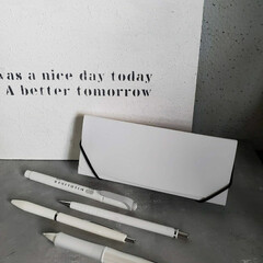 アンティーク エイジング 塗料 P-Effector デコボコベース(ペンキ、塗料)を使ったクチコミ「高校生男子の文房具☆ オールホワイトでシ…」