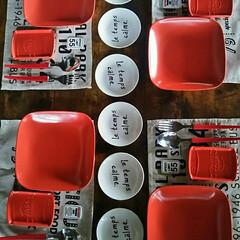 お皿/セリア/ダイソー/テーブルコーディネート/食器/赤 スクエア型の赤いお皿は10年以上前に買っ…