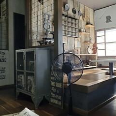 ターナー色彩 水性ペイント アイアンペイント アイアンブラック IR200009 200ml(絵の具)を使ったクチコミ「メッシュな家具や雑貨が多いわが家は 扇風…」(1枚目)
