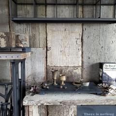 ディスプレイ/ミシンテーブル/ミシン台/壁DIY/セリア/100均/... DIYした足場板古材の壁と棚と リメイク…