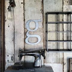 インダストリアル/アルファベットオブジェ/ウォールランプ/ウォールライト/アンティークミシン/壁DIY/... 何年か前に その辺のものをかき集めて 作…(1枚目)