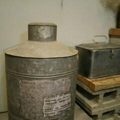 ジャンク/古道具/インテリア/ブリキ/英字紙/英字/... こちらは昔よく使われていた保存容器です☆…