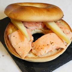 ベーカリーパル/千駄木/ベーグル/ベーグルサンド/サーモンサンド/自作サンドイッチ/... お散歩ついでに立ち寄ったパン屋さんでプレ…