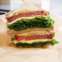 Qino's/アメリカンサンドイッチ/デリバリー/コンビーフ/おうちごはん 外食もままならないので、おうちでデリバリ…