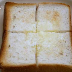 バタートースト/厚切りバタートースト/おうちごはん 無性に厚切りのバタートーストが食べたくな…