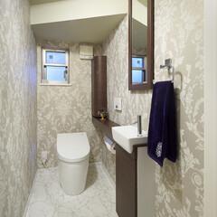 インテリア/住まい/リフォーム/リノベーション/インテリアデザイン/インテリアコーディネート/... 階段下のトイレをリフォーム。クラシック柄…