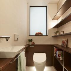 インテリア/住まい/リフォーム/収納/掃除/リノベーション/... 機能的で落ち着いたトイレ空間。壁面にはス…