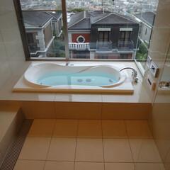 ブローバス/ジェットバス 眺望抜群の浴室に入りながら、ジェットハ…