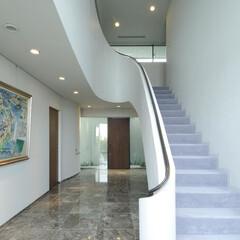 アイアン/珪藻土 階段室には特徴的な、階段とロートアイアン…