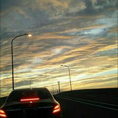 夕方/車/空/おでかけ 妖艶っぽい空にミトレテたら前の車がベンツ…