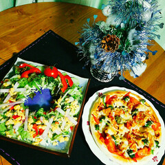 宅めし/ピザ/グリーンサラダ/クリスマス/おうちごはん/ハンドメイド