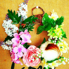 花に囲まれたパピヨン/リース/ハンドメイド/犬/ダイソー 4月なのに気温が上がらず、こちらの桜はま…