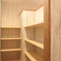 パントリー/食品庫/食材/保存/保管 キッチンの後ろに広々としたパントリー。 …